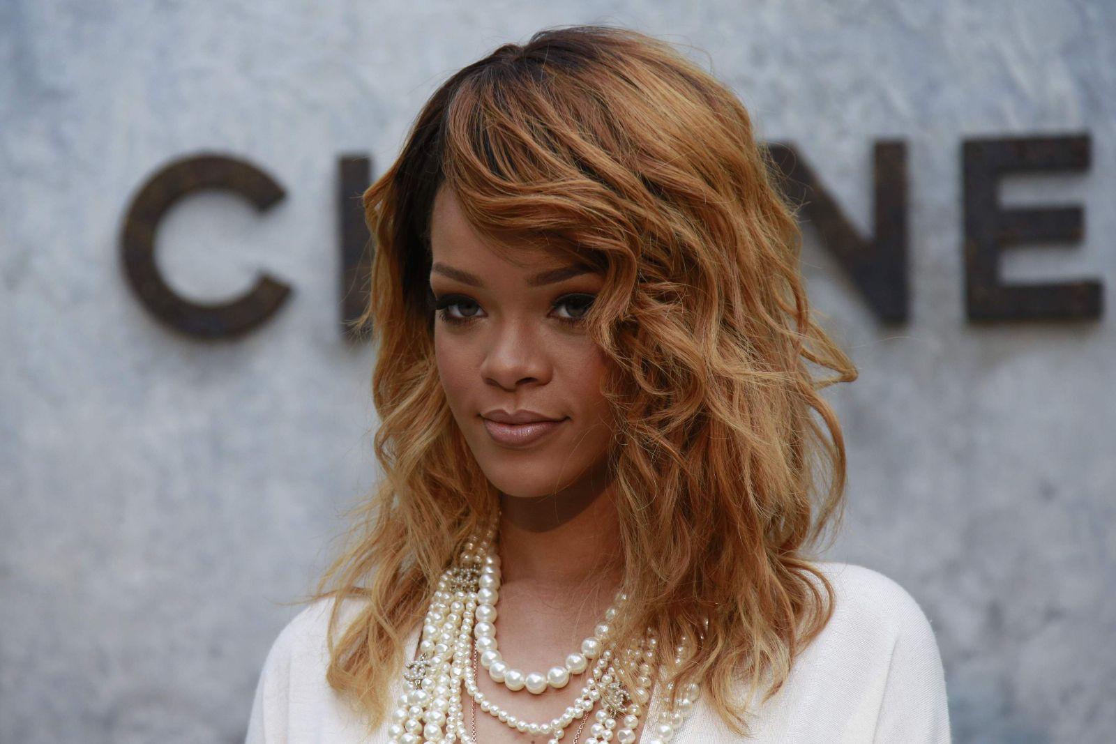 Hồ sơ nhân vật - Tiểu sử về Rihanna - nghe si rihanna 3282 -