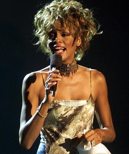 Hồ sơ nhân vật - Tiểu sử Whitney Houston - whitney houston ba 25070 -